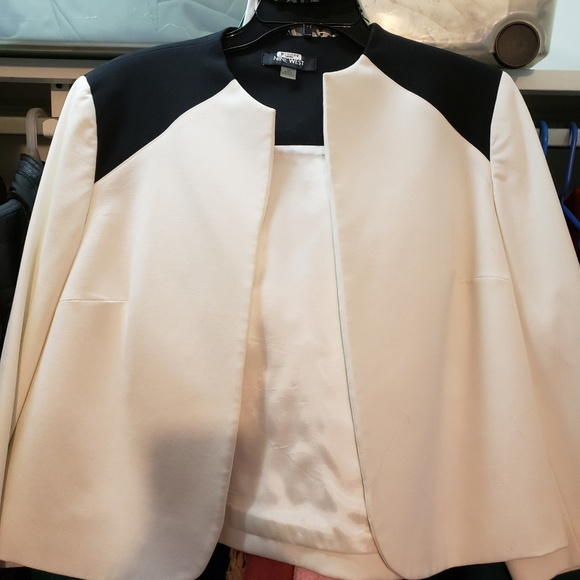 MAKE OFFER Absolutely beautiful Nine West jacket